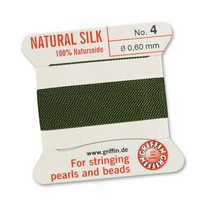 Het natuurlijke parelzijde van Griffin kan gebruikt worden bij het knopen van parels en is te koop bij kralenwinkel Limited Edition in Den Haag in de maat 04 en kleur olive.