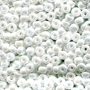 De rocaille seed bead van het Japanse merk Miyuki is te koop bij kralenwinkel Limited Edition in Den Haag in de maat 06-0420.