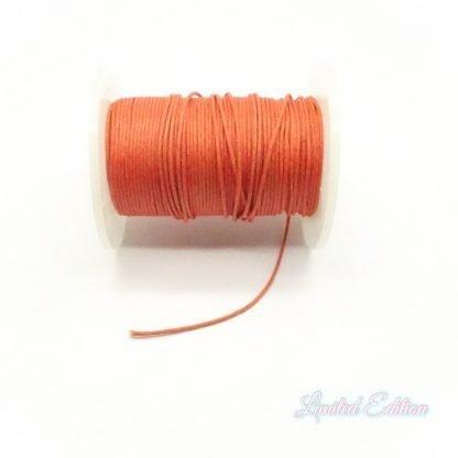 Dit waxkoord is fijn om mee te werken in de leukste kleuren en is te koop bij kralenwinkel Limited Edition in Den Haag in de maat 0,9mm in de kleur Donker Oranje.