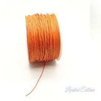 Dit waxkoord is fijn om mee te werken in de leukste kleuren en is te koop bij kralenwinkel Limited Edition in Den Haag in de maat 1,2mm in de kleur Oranje.