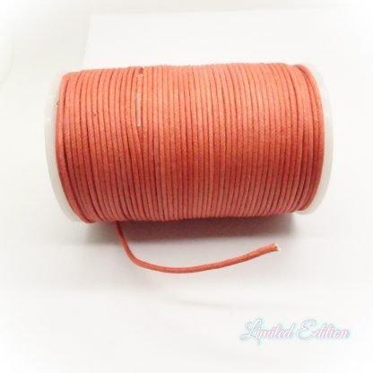 Dit waxkoord is fijn om mee te werken in de leukste kleuren en is te koop bij kralenwinkel Limited Edition in Den Haag in de maat 2mm in de kleur Donker Oranje.