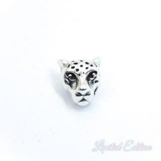 Deze zilveren luipaard kraal van DQ kwaliteit is te koop bij kralenwinkel Limited Edition in Den Haag.