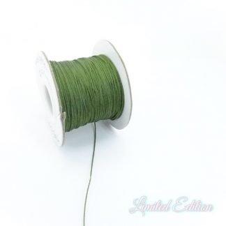 Dit nylonkoord is fijn om mee te werken in de leukste kleuren en is te koop bij kralenwinkel Limited Edition in Den Haag in de maat 0.5mm in de kleur Mos Groen.