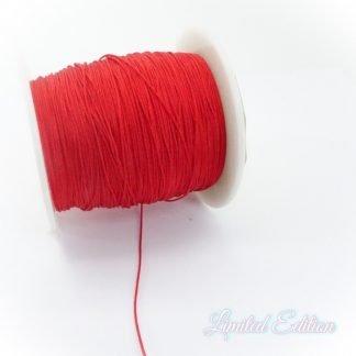 Dit nylonkoord is fijn om mee te werken in de leukste kleuren en is te koop bij kralenwinkel Limited Edition in Den Haag in de maat 0.5mm in de kleur Rood.