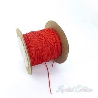 Dit nylonkoord is fijn om mee te werken in de leukste kleuren en is te koop bij kralenwinkel Limited Edition in Den Haag in de maat 0.6mm in de kleur Rood.