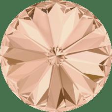 Deze ronde Rivoli steen van Swarovski heeft een puntige achterkant en is te koop bij kralenwinkel Limited Edition in Den Haag in de maat 10mm in de kleur Light Peach Foiled.