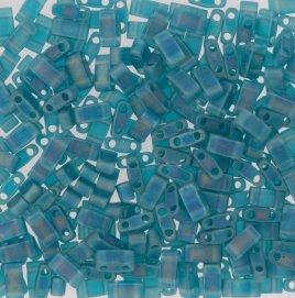 Deze Miyuki Half Tilas zijn de helft van de normale Miyuki TIla beads en zijn te koop bij kralenwinkel Limited Edition in Den Haag in de kleur 2405FR.