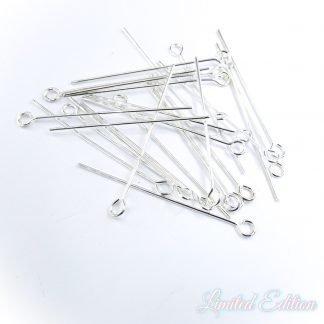 Deze kettelstiften zijn te koop bij kralenwinkel Limited Edition in Den Haag in de maat 32mm in de kleur zilver.
