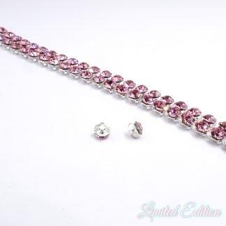 Crystal Mesh zijn swarovski kristallen in een setting met een rijgkastje op de achterkant waardoor je ze makkelijk kunt mee rijgen en zijn te koop bij kralenwinkel Limited Edition in Den Haag in de kleur Light Rose.