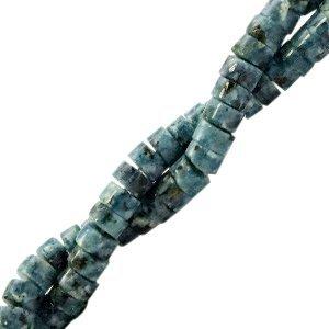 Deze natuursteen kralen zijn 4mm en te koop bij kralenwinkel Limited Edition in Den Haag in de kleur turquoise groen.