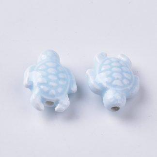 Deze porseleinen schildpad kraal is te koop bij kralenwinkel Limited Edition in Den Haag in de kleur licht blauw.