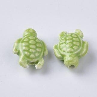 Deze porseleinen schildpad kraal is te koop bij kralenwinkel Limited Edition in Den Haag in de kleur groen.