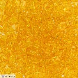De Miyuki Tila glaskraal heeft twee gaten en is te koop bij kralenwinkel Limited Edition in Den Haag in de kleur 0132.