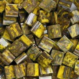 De Miyuki Tila glaskraal heeft twee gaten en is te koop bij kralenwinkel Limited Edition in Den Haag in de kleur 4519.