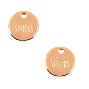 Deze bedel van Designer Quality in de vorm van een munt met de tekst sisters zijn te koop bij kralenwinkel Limited Edition in Den Haag.