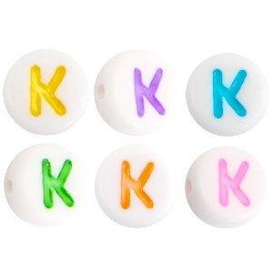 Deze wit multicolour acryl letter kralen zijn te koop bij kralenwinkel Limited Edition in Den Haag in de vorm van een k.