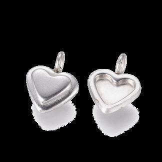 Deze bedel van roestvrijstaal in de vorm van een hartje is te koop bij kralenwinkel Limited Edition in Den Haag in de kleur staal.