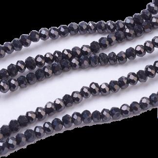 Deze facet geslepen rondelle kralen in de maat 4x3mm zijn te koop per streng bij kralenwinkel Limited Edition in Den Haag in de kleur Luster zwart.