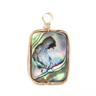 Deze zomerse schelp bedel is te koop bij kralenwinkel Limited Edition in Den Haag in de kleur abalone.