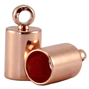 In deze eindkapjes van Designer Quality passen koorden van 6,5mm dik en zijn te koop bij kralenwinkel Limited Edition in Den Haag in de kleur rose goud.