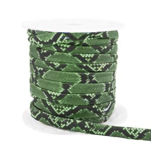 Dit elastichse gestikte Ibiza 5mm lint is te koop bij kralenwinkel Limited Edition in Den Haag in de kleur slang groen.