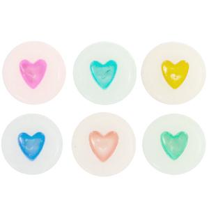 Deze glow in the dark multi acryl letter kralen zijn te koop bij kralenwinkel Limited Edition in Den Haag in de vorm van een hartje.