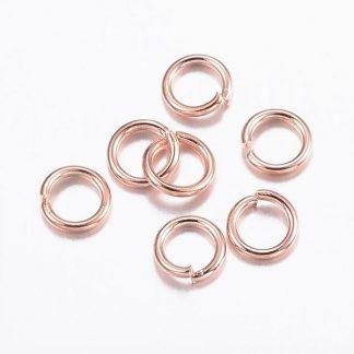 Deze 4.5x0.7mm open ringen van roestvrijstaal in de kleur goud zijn ideaal om sieraden mee af te werken en te koop bij kralenwinkel Limited Edition in Den Haag.