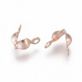 Deze rose goudkleurige 7,5x4mm karabijnslotjes van roestvrijstaal zijn ideaal om sieraden mee af te werken en te koop bij kralenwinkel Limited Edition in Den Haag.