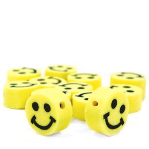 Deze kralen van fimo klei in de vorm van een smiley zijn te koop bij kralenwinkel Limited Edition in Den Haag.