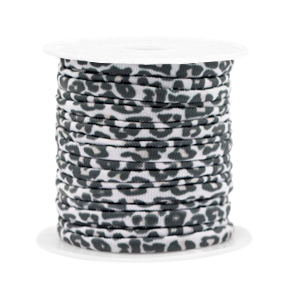 Dit elastichse gestikte Ibiza 5mm lint is te koop bij kralenwinkel Limited Edition in Den Haag in de kleur luipaard wit/beige.