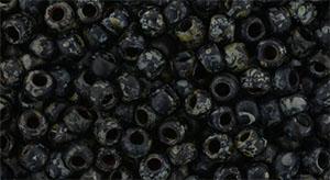 De rocaille 8/0 van het Japanse merk TOHO kan gebruikt worden om de gaafste sieraden mee te maken en zijn te koop bij kralenwinkel Limited Edition in Den Haag in de kleur TR-08-Y302F.