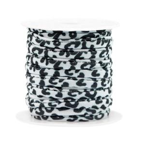 Dit elastichse gestikte Ibiza 5mm lint is te koop bij kralenwinkel Limited Edition in Den Haag in de kleur luipaard wit/zwart.