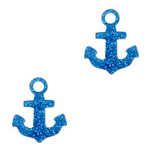 Deze plexx glitter bedel in de vorm van een anker is te koop bij kralenwinkel Limited Edition in de kleur blauw.