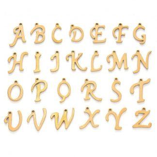Deze RVS gouden letterbedel is te koop bij kralen winkel Limited Edition in Den Haag.