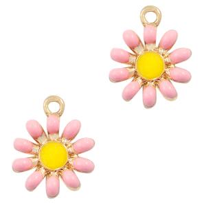 Deze zomerse gekleurde bloem bedel is te koop bij kralenwinkel Limited Edition in Den Haag in de kleur roze.