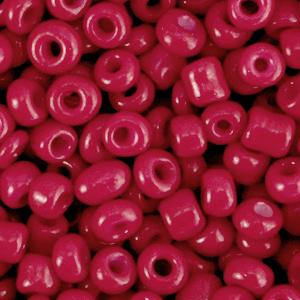 Deze leuke budget rocailles zijn ideaal om hippe sieraden te maken en zijn te koop bij kralenwinkel Limited Edition in Den Haag in de kleur amarena rood.