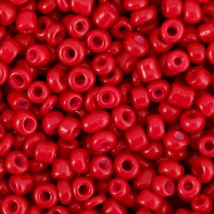 Deze leuke budget rocailles zijn ideaal om hippe sieraden te maken en zijn te koop bij kralenwinkel Limited Edition in Den Haag in de kleur bordeaux rood.