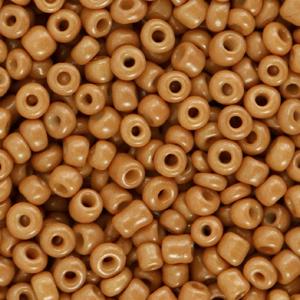 Deze leuke budget rocailles zijn ideaal om hippe sieraden te maken en zijn te koop bij kralenwinkel Limited Edition in Den Haag in de kleur gember bruin.