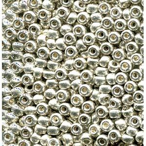 De rocaille seed bead van het Japanse merk Miyuki is te koop bij kralenwinkel Limited Edition in Den Haag in de maat 06-0181.