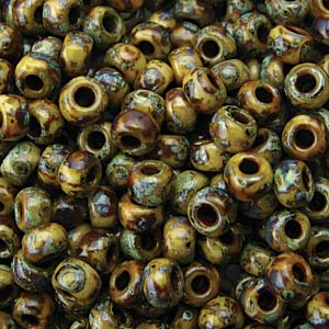 De rocaille seed bead van het Japanse merk Miyuki is te koop bij kralenwinkel Limited Edition in Den Haag in de maat 06-4517.