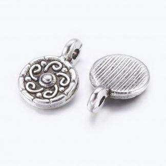 Op deze muntjesbedel is te koop bij kralenwinkel Limited Edition in Den Haag in de kleur zilver.