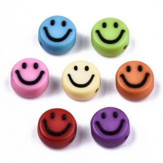 Deze gekleurde acryl letter kralen zijn te koop bij kralenwinkel Limited Edition in Den Haag in de vorm van smileys.