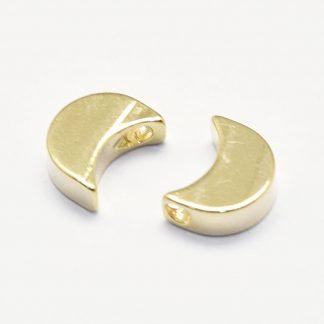 Deze bedel in de vorm van een maan is te koop bij kralenwinkel Limited Edition in de kleur goud.