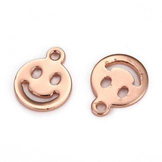 Deze metalen bedel in de vorm van een smiley zijn te koop bij kralenwinkel Limited Edition in Den Haag.