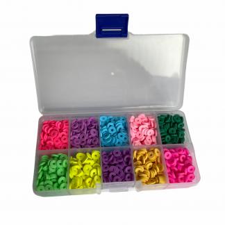 In deze voordeeldoos zitten heel veel kleuren Katsuki kralen voor een leuk prijsje en zijn te koop bij kralenwinkel Limited Edition in Den Haag.
