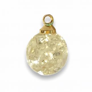 Deze bedel in de vorm van een bol is te koop bij kralenwinkel Limited Edition Den Haag.