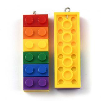 Deze bedel in de vorm van een lego brick steentje is te koop bij kralenwinkel Limited Edition in Den Haag.