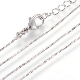 Deze box chain ketting is 40 centimeter lang en is te koop bij kralenwinkel Limited Edition in Den Haag in de kleur platinum plated.