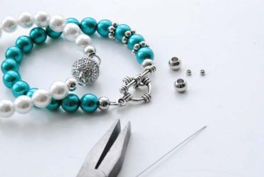 blauw-en-wit-armbandje-rijgen-Limited-Edition-Den-haag.jpg
